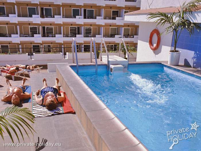 Apartment With Pool On The Plaza Del Charco In Puerto