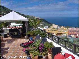 Holiday flat with patio & sea view