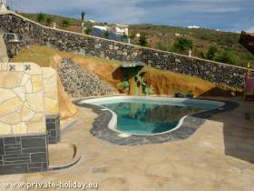 House with outdoor kitchen