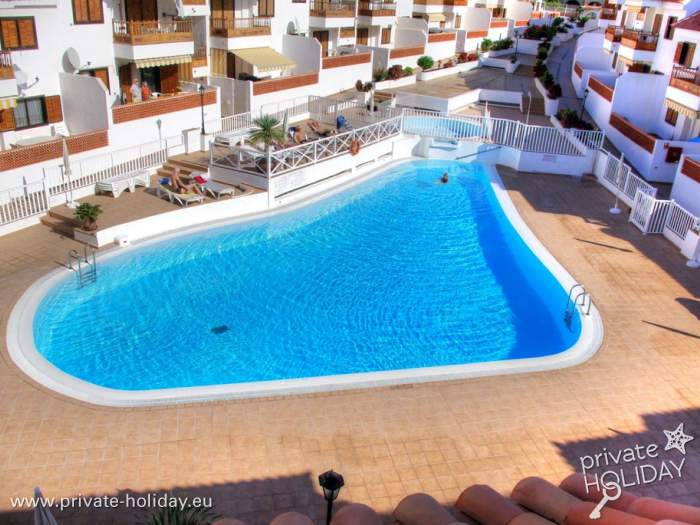 Apartment With Large Terrace And Pool Near The Beach