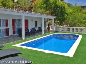 Holiday house with privatepool