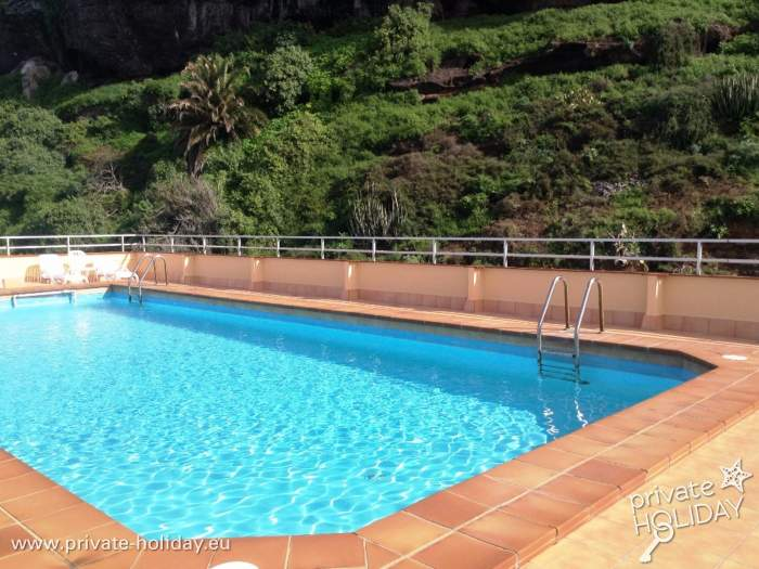 Holiday Apartment With Community Pool And Sunbeds