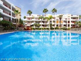 Holiday flat with pool & balcony