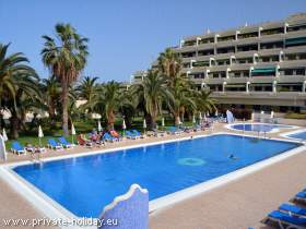 Holiday flat with pool and terrace